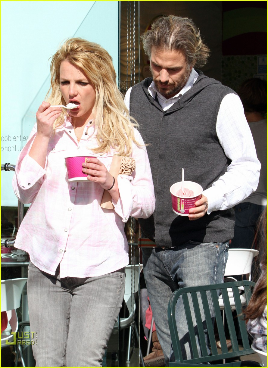britney spears menchies frozen yogurt jason trawick 062440290