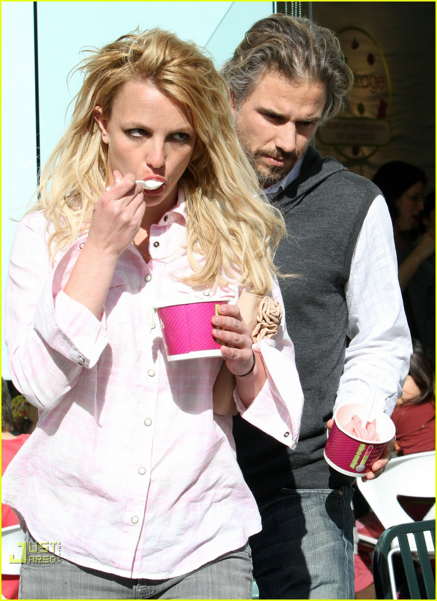 britney spears menchies frozen yogurt jason trawick 08