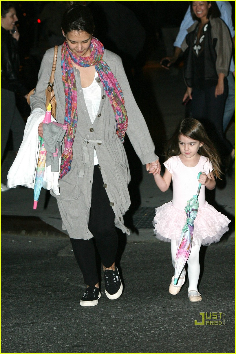 suri cruise umbrella new york 11