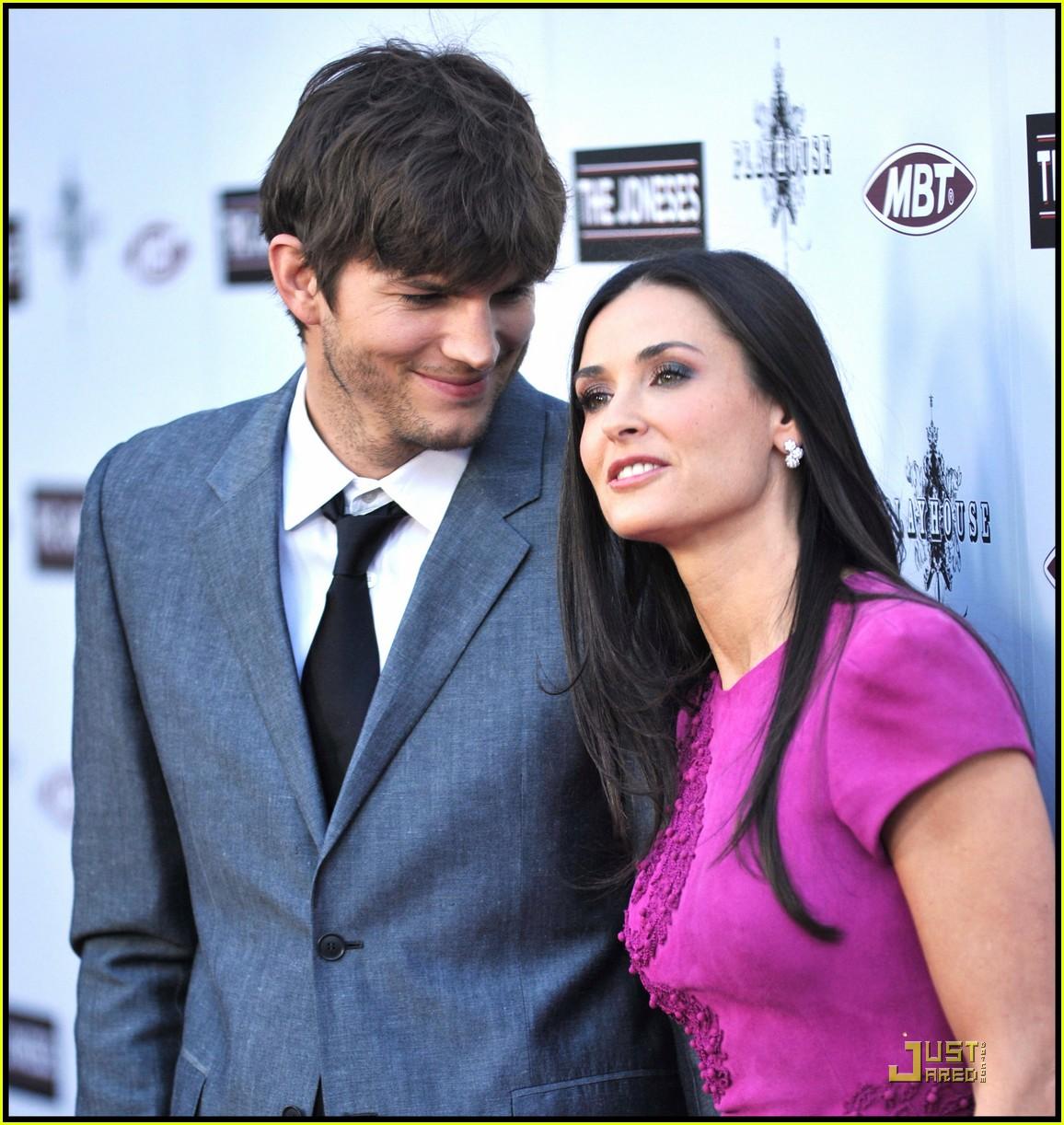 Full Sized Photo of rumer willis demi moore keep up with ... Ashton Kutcher Net Worth