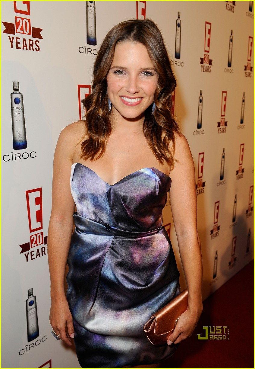 sophia bush austin nichols red carpet 052453404