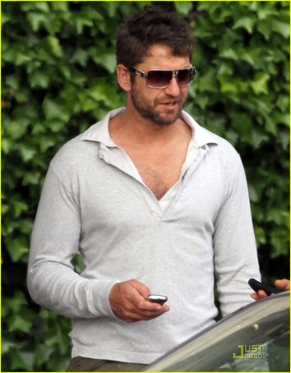gerard butler playing paris 03