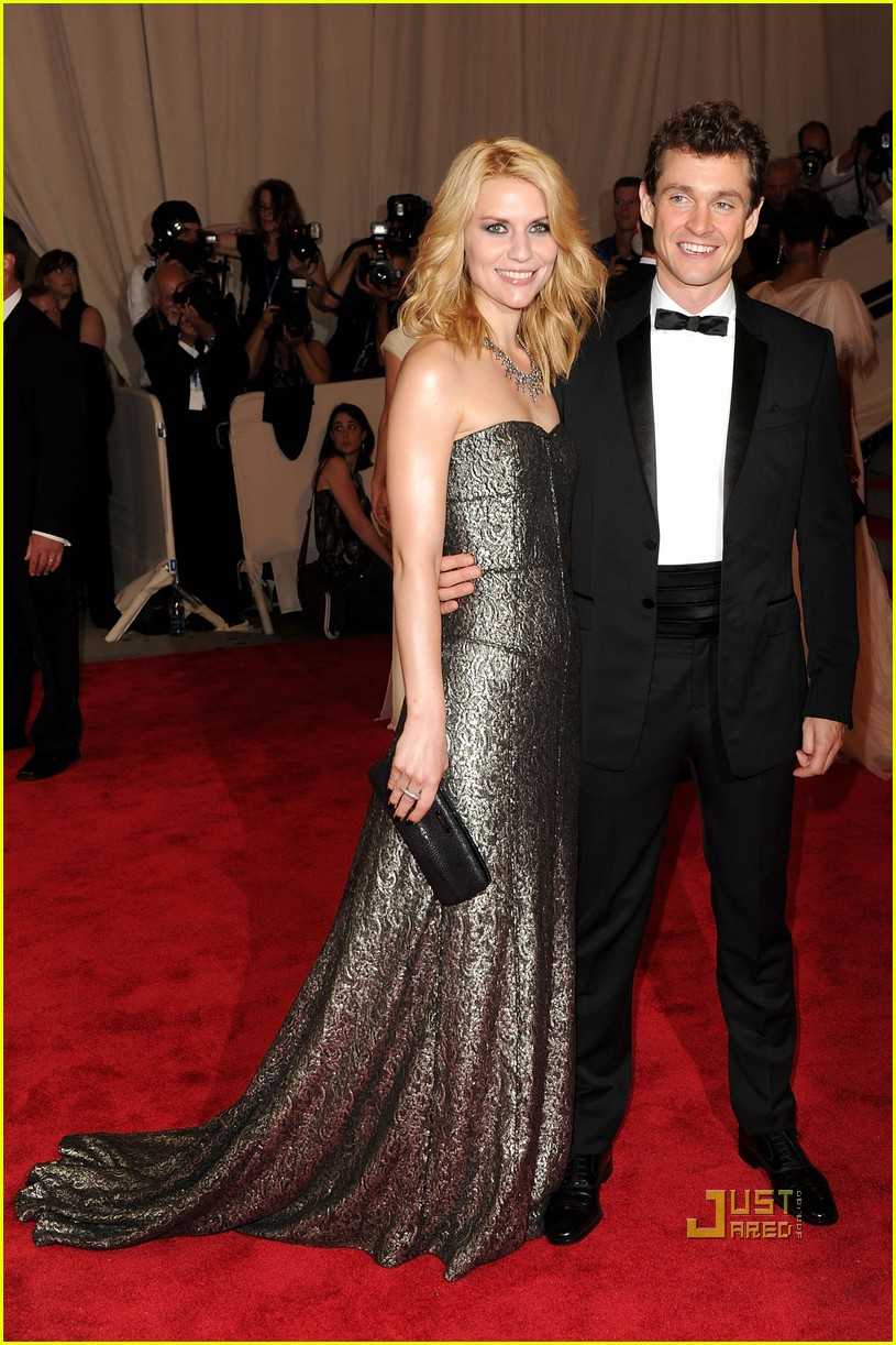 claire danes hugh dancy 2010 met ball 082447585