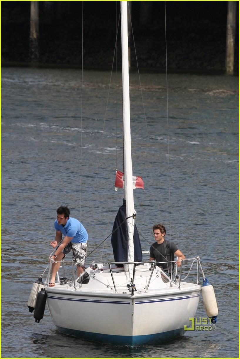 zac efron sailing vancouver 062451852