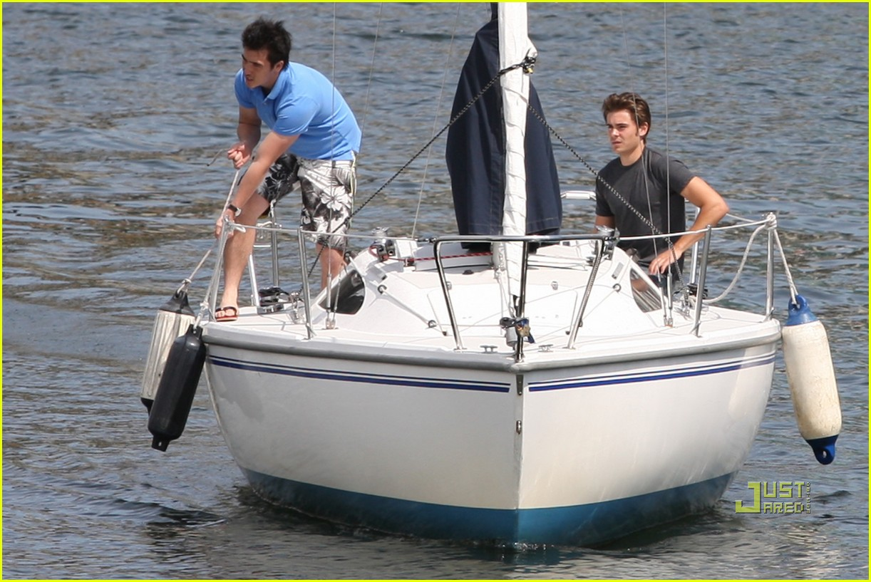 zac efron sailing vancouver 072451853
