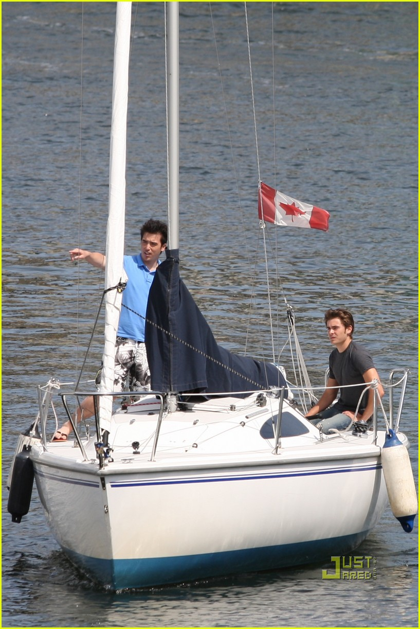 zac efron sailing vancouver 082451854