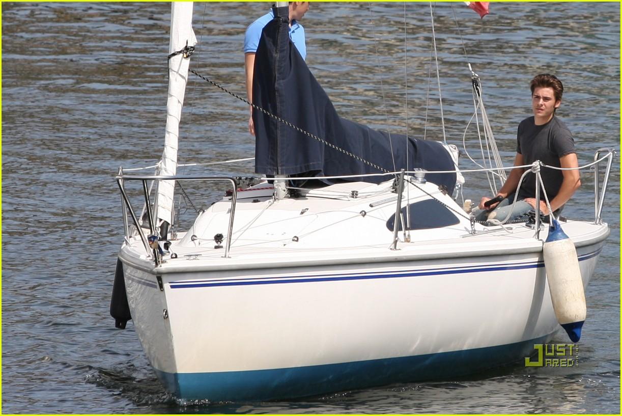 zac efron sailing vancouver 092451855