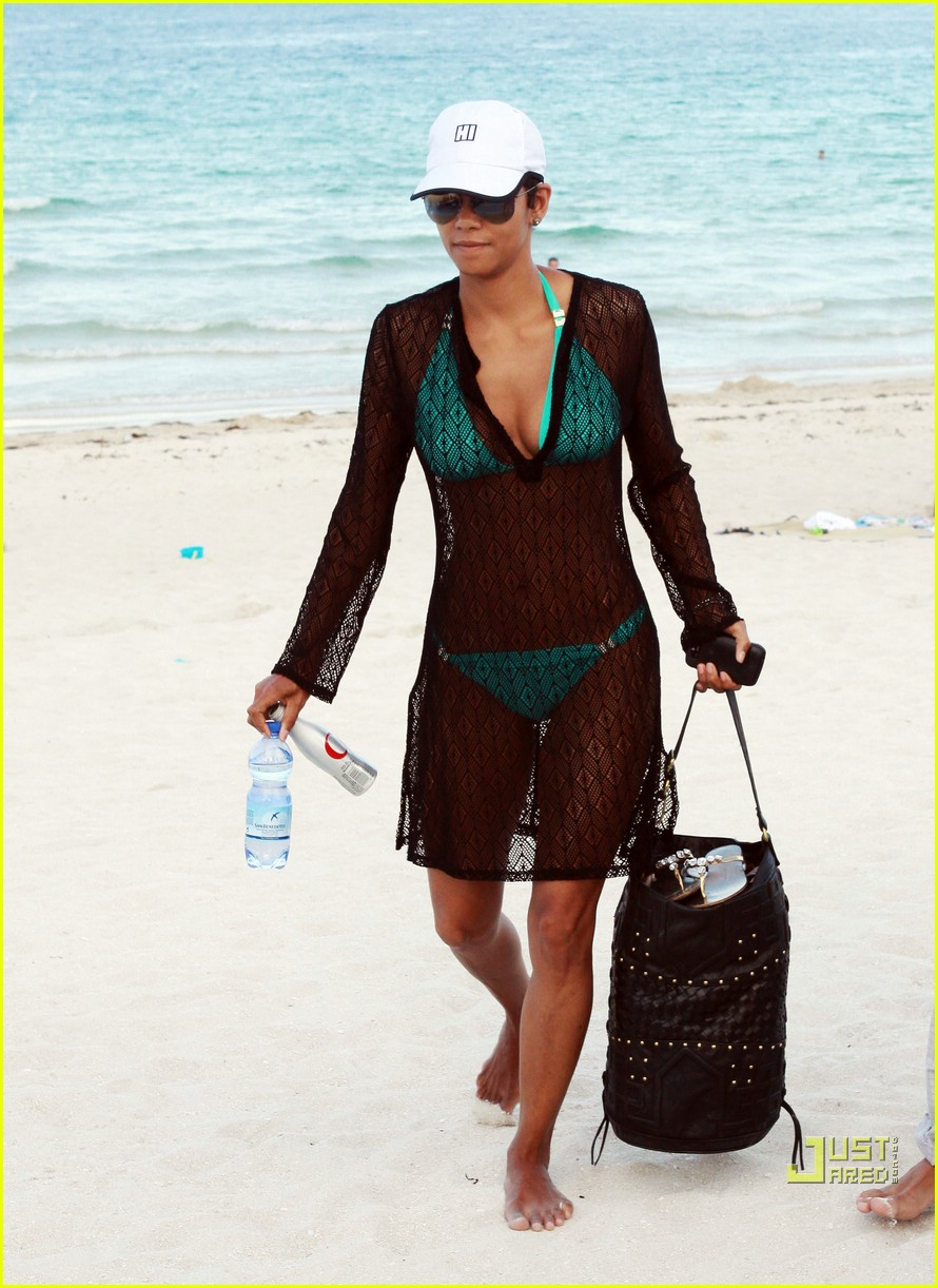 halle berry miami beach babe 012455149
