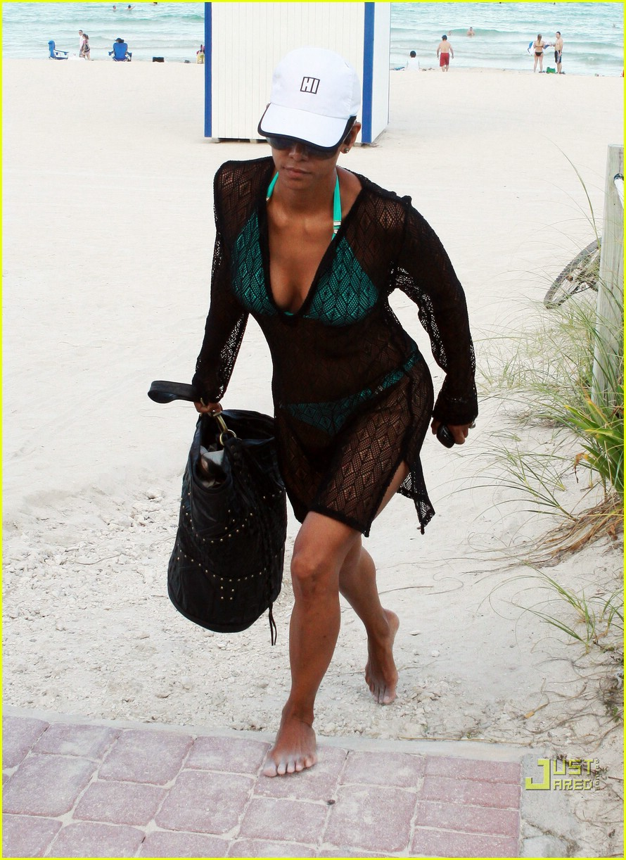 halle berry miami beach babe 10