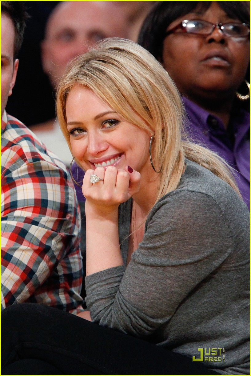 hilary duff mike comrie courtside couple 012451553