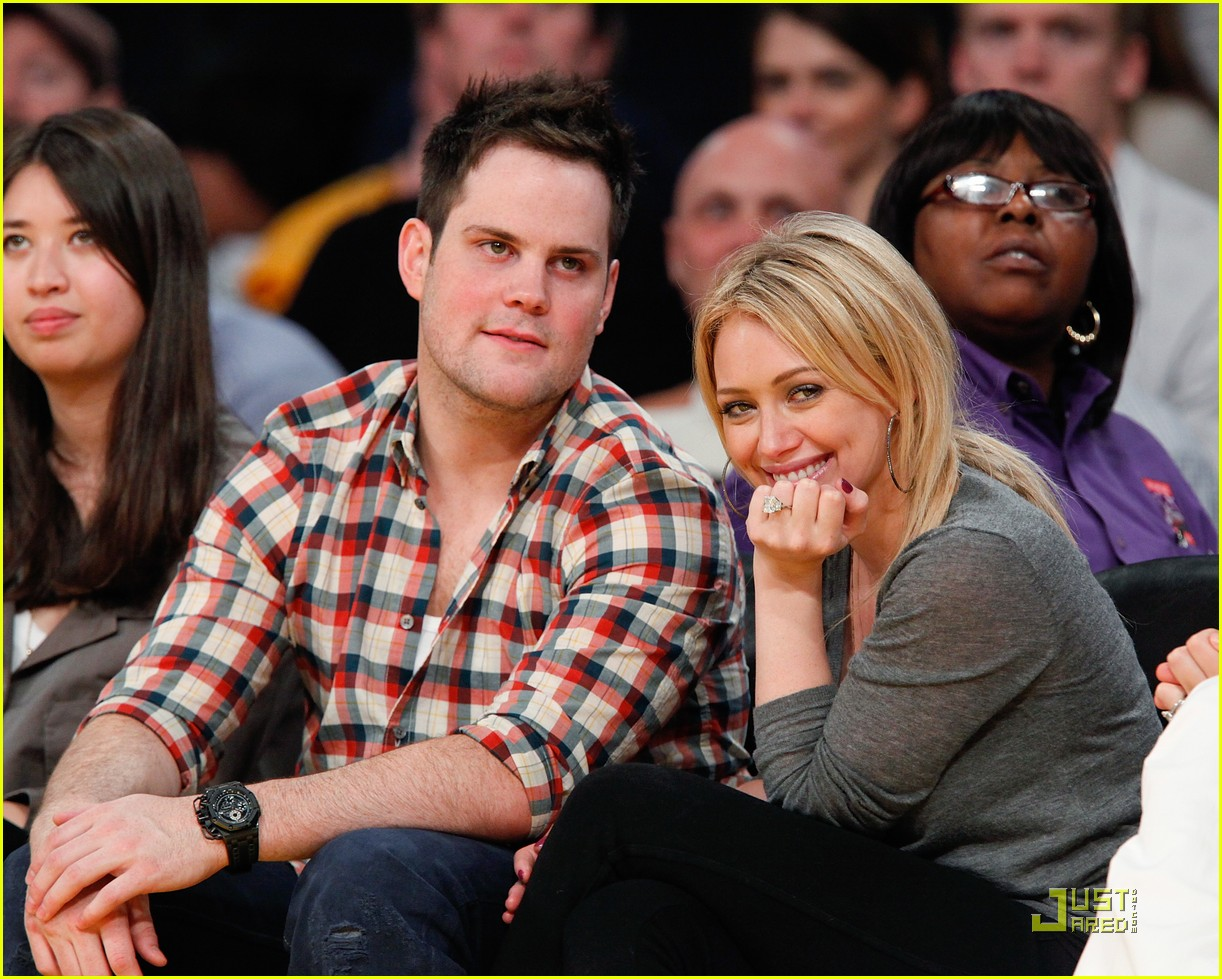 hilary duff mike comrie courtside couple 072451559