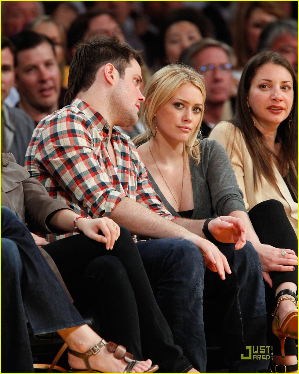 hilary duff mike comrie courtside couple 092451561