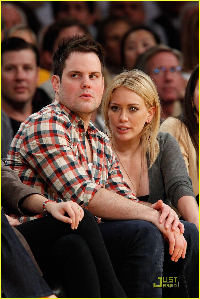 hilary duff mike comrie courtside couple 122451564