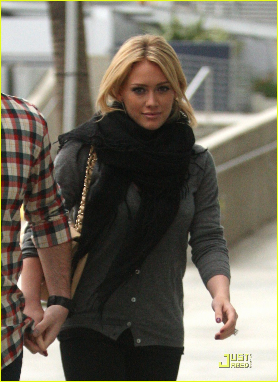 hilary duff mike comrie courtside couple 16