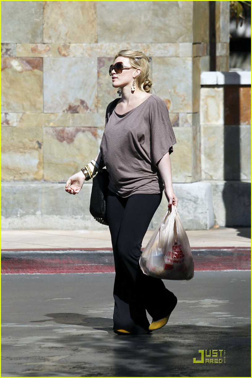 hilary duff mike comrie go grocery shopping 032455141