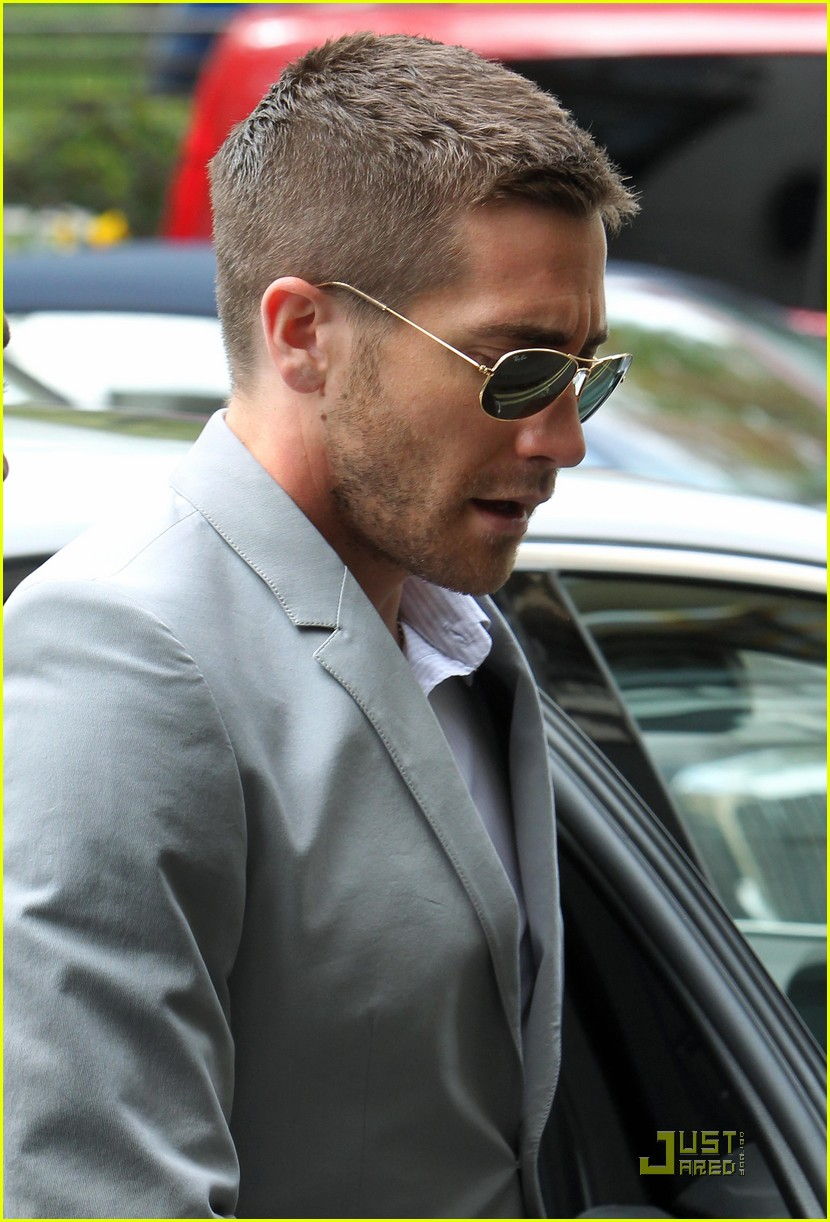 Jake Gyllenhaal Take Me Less Seriously Photo 2448680 Jake Gyllenhaal Pictures Just Jared