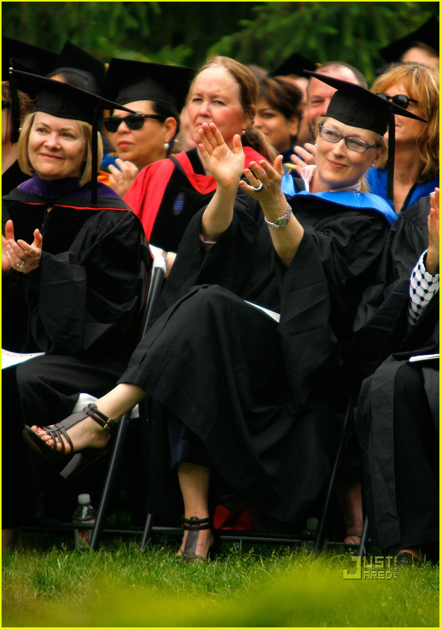 lisa kudrow vassar college commencement meryl streep 012453102