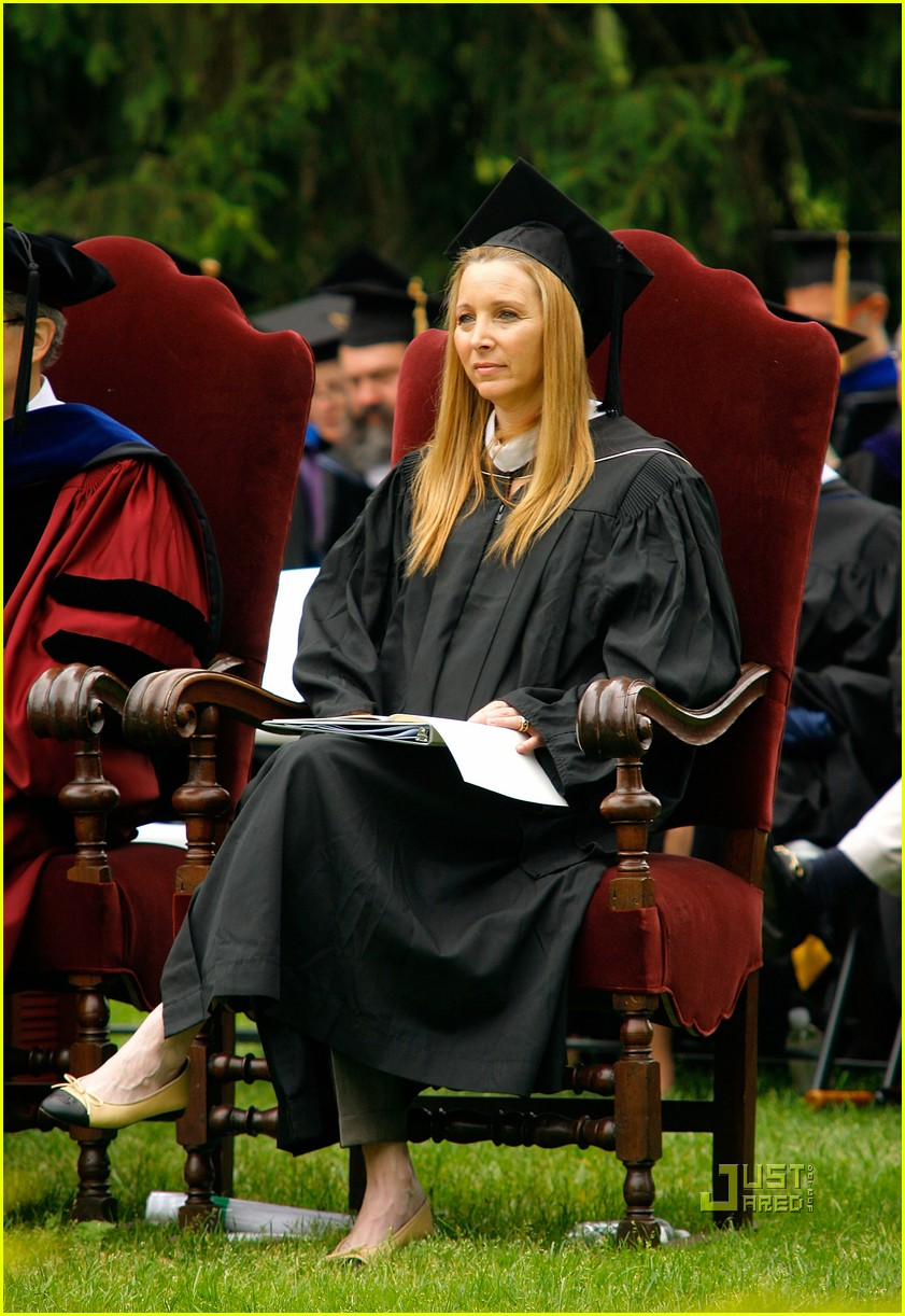 lisa kudrow vassar college commencement meryl streep 02