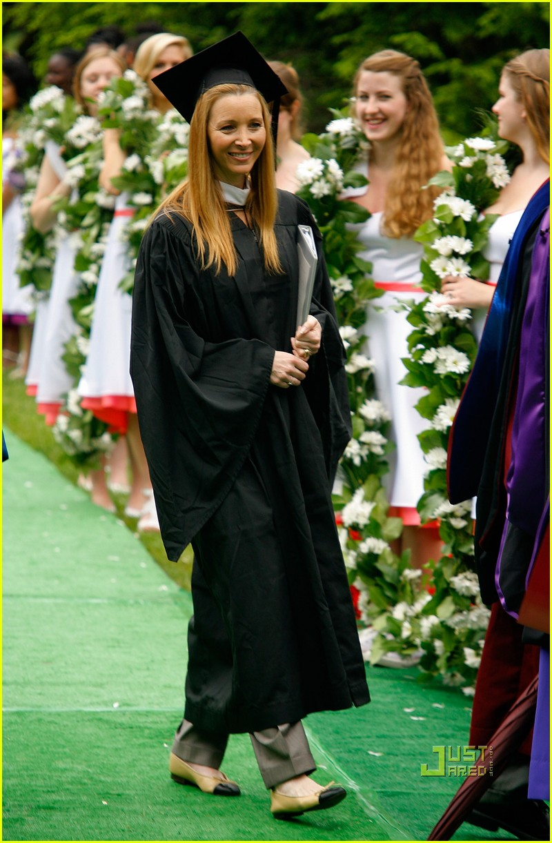 lisa kudrow vassar college commencement meryl streep 05