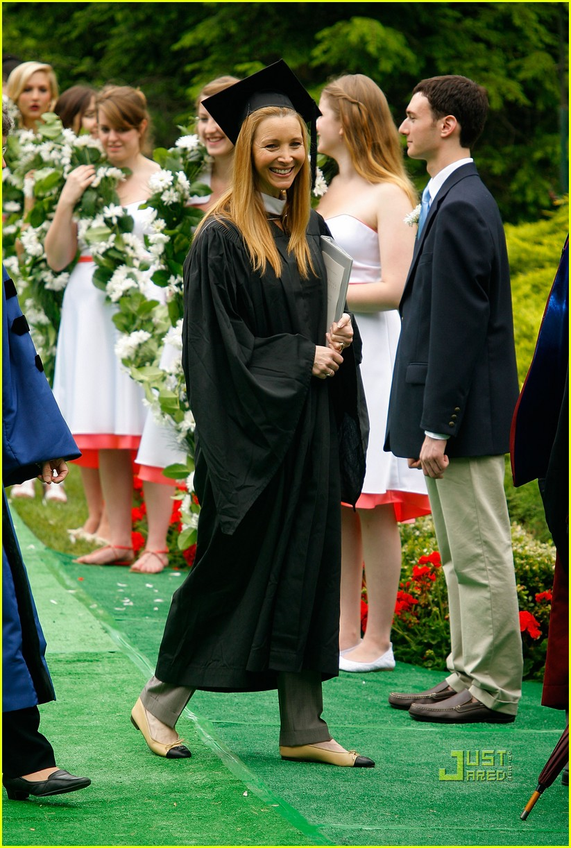 lisa kudrow vassar college commencement meryl streep 07