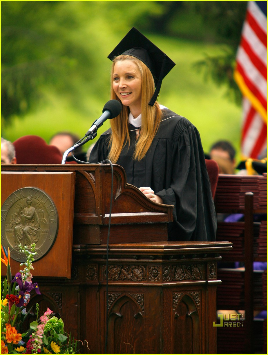 lisa kudrow vassar college commencement meryl streep 11