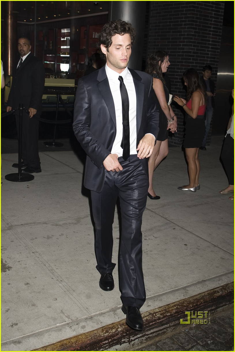 penn badgley met ball 2010 092448101