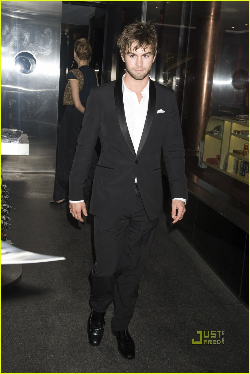 penn badgley met ball 2010 132448105