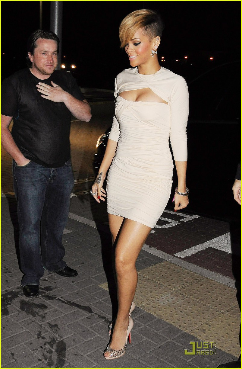 rihanna has wright stuff 022454169