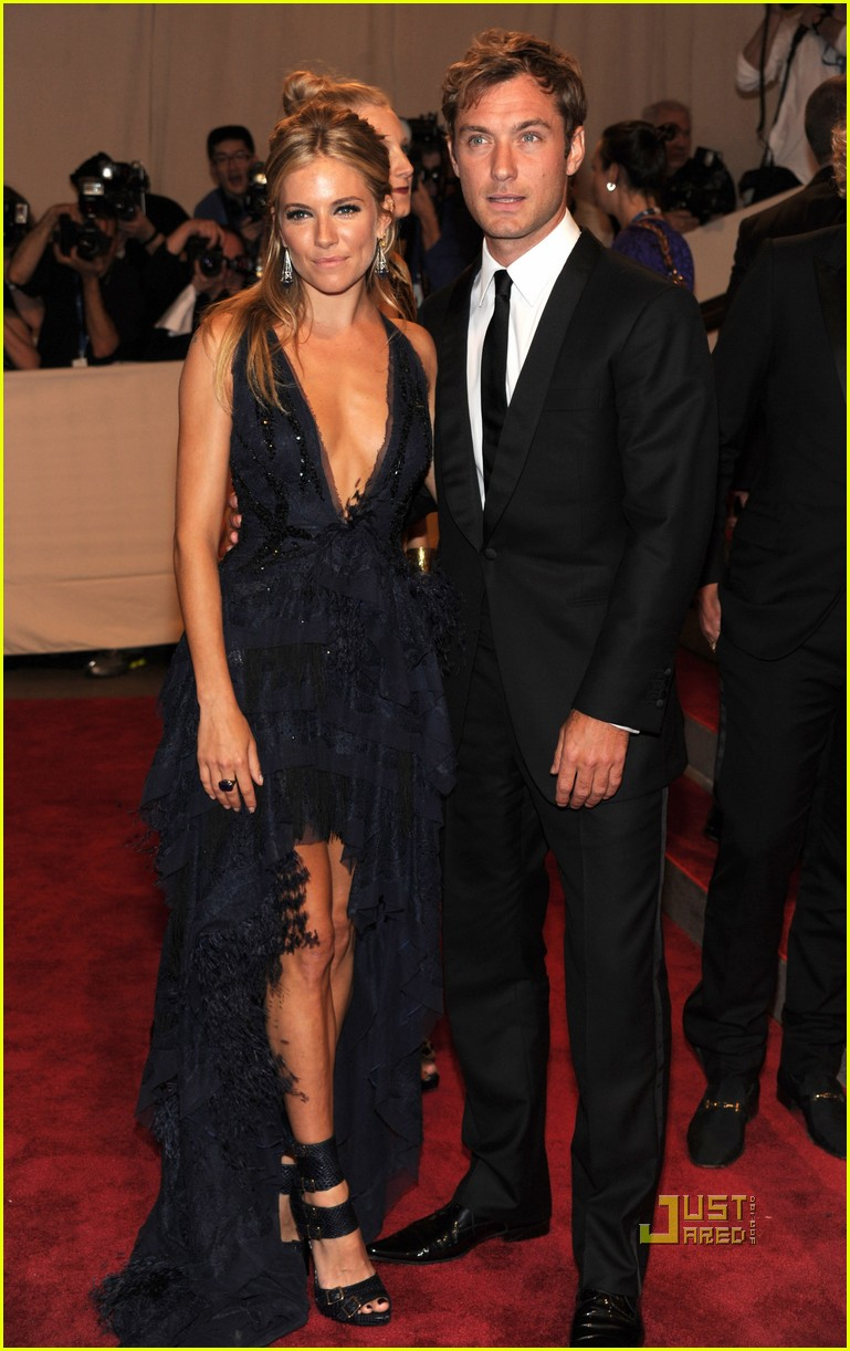 sienna miller met ball jude law 022447577