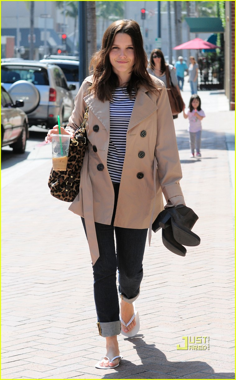 sophia bush trenchcoat nail salon 062448115