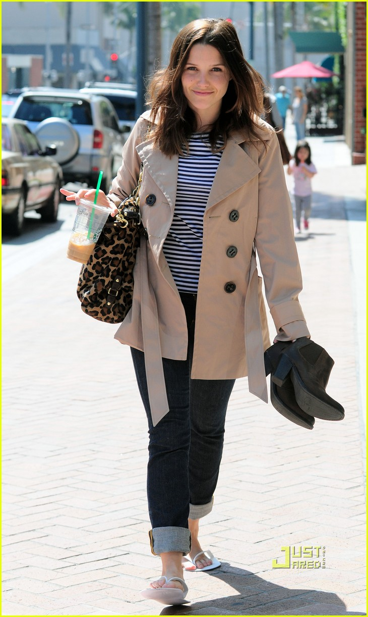 sophia bush trenchcoat nail salon 072448116