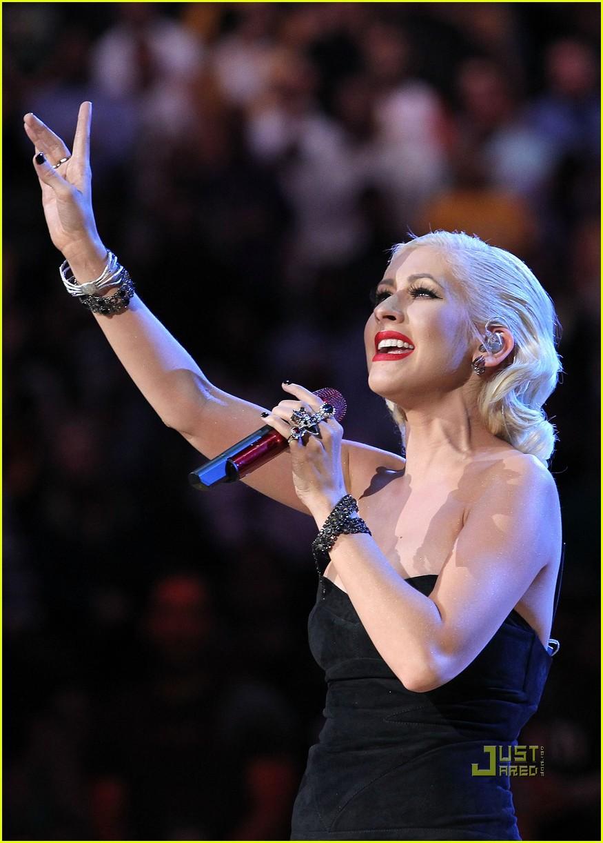 Christina Aguileras AMAs Performance Video -- Watch Now