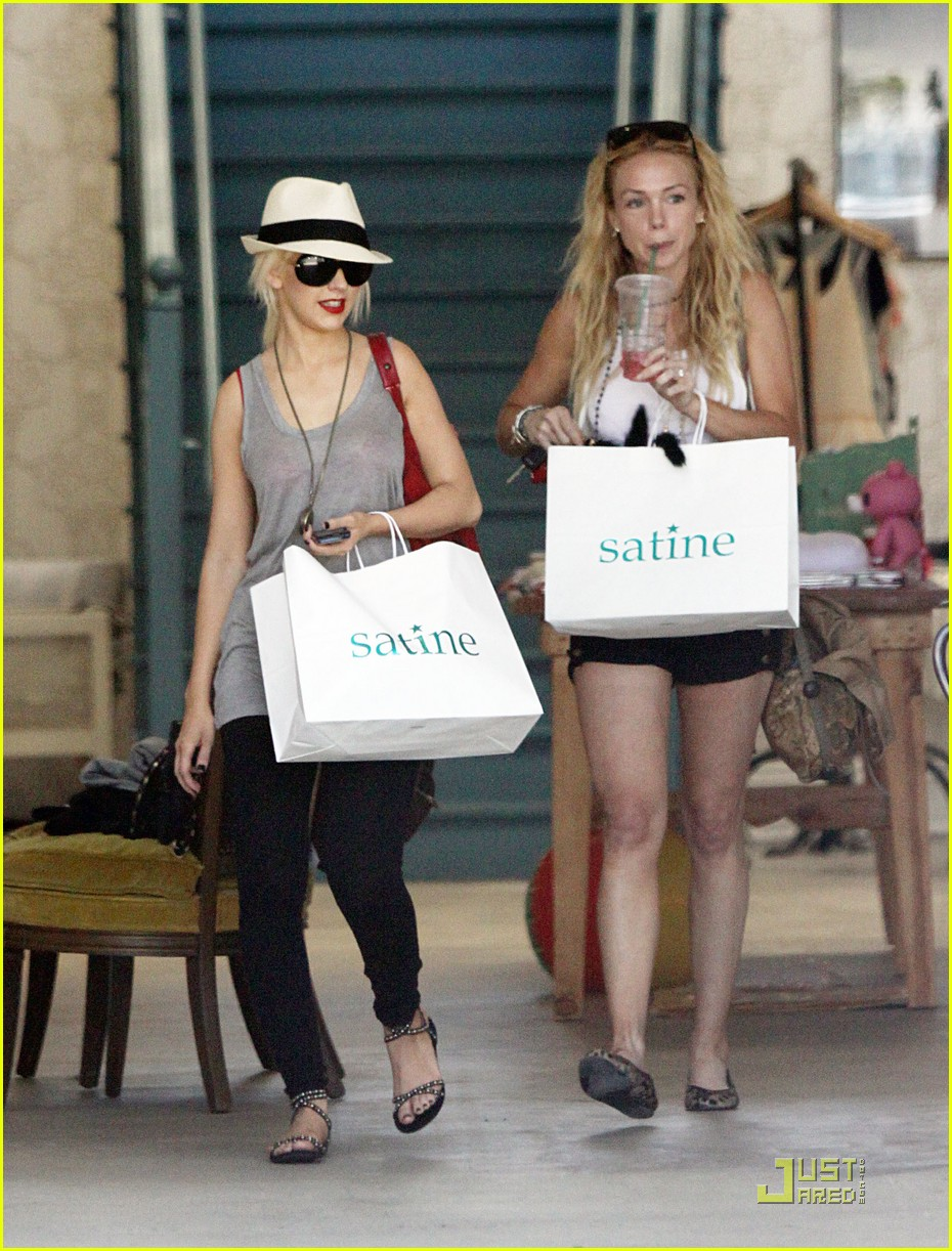 christina aguilera shopping spree 082461182