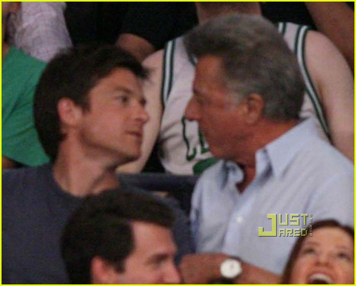 jason bateman dustin hoffman kiss lakers game 022456196