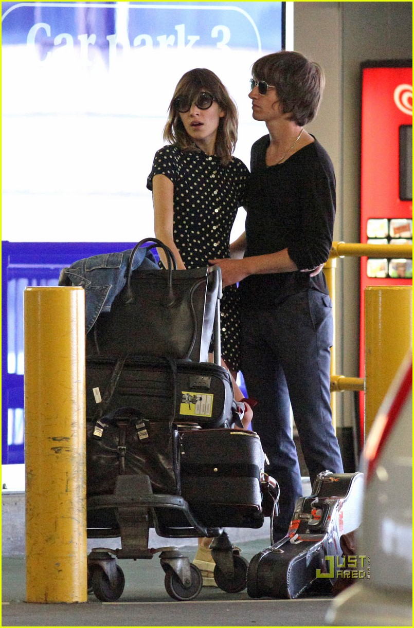 alexa chung airport with alex 09