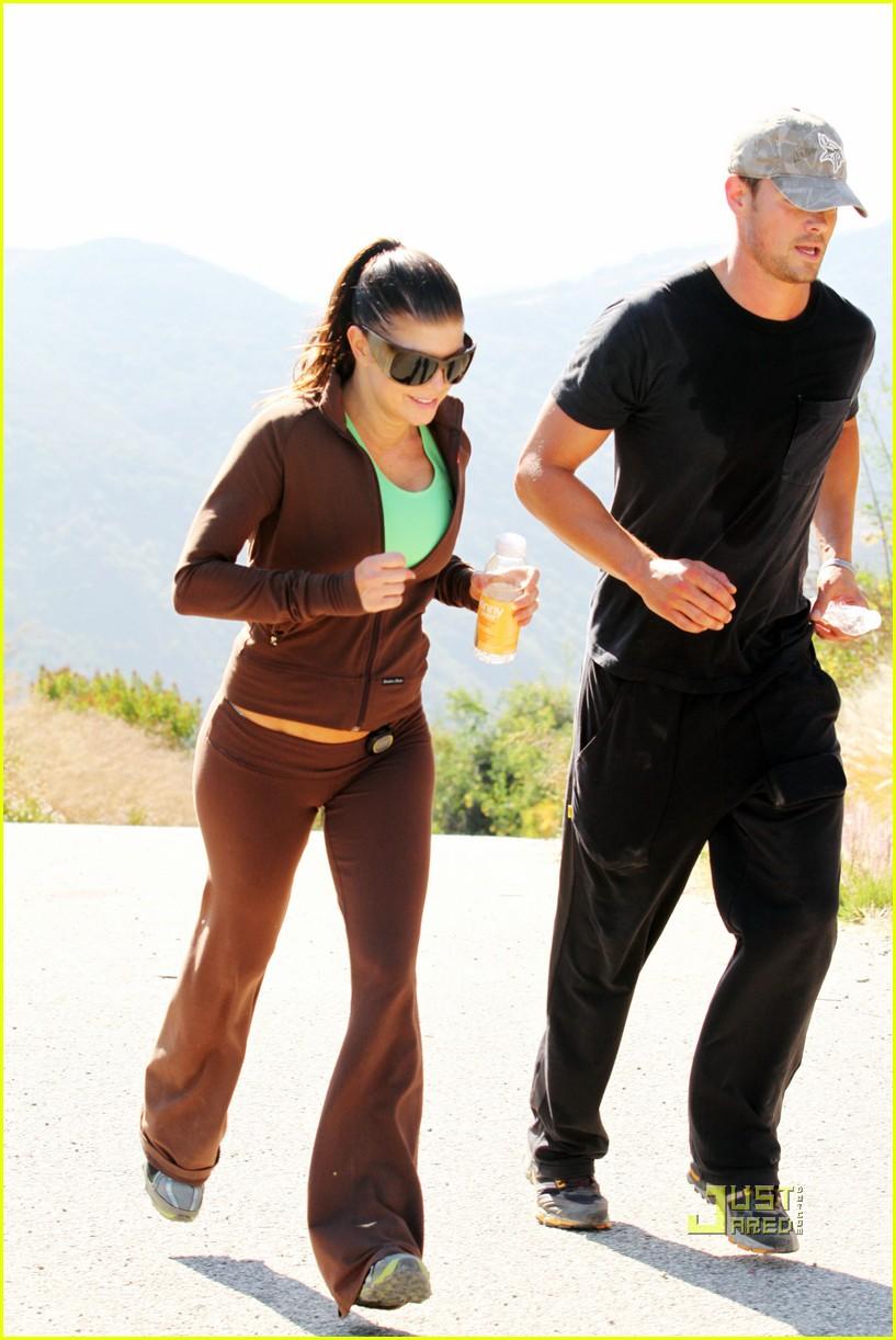 fergie josh duhamel jogging brentwood 06