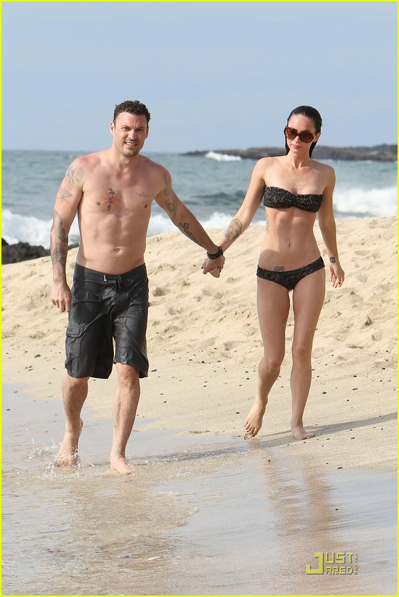 megan fox brian austin green kisses beach 092455620