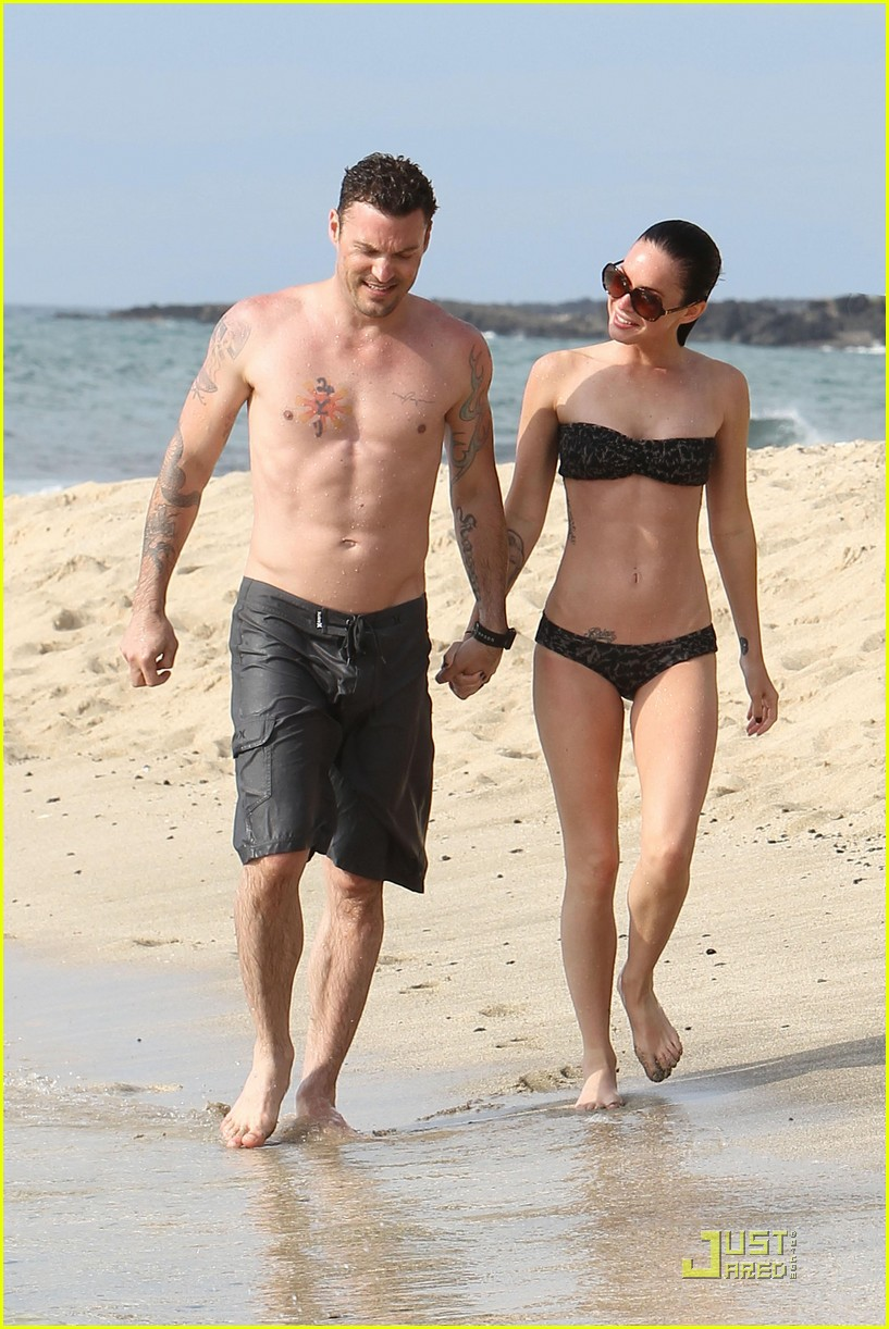 megan fox brian austin green kisses beach 152455626