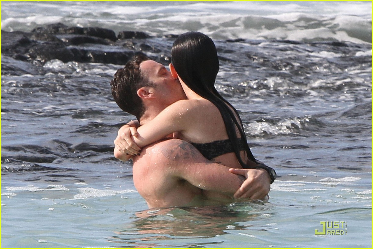 megan fox brian austin green kisses beach 162455627