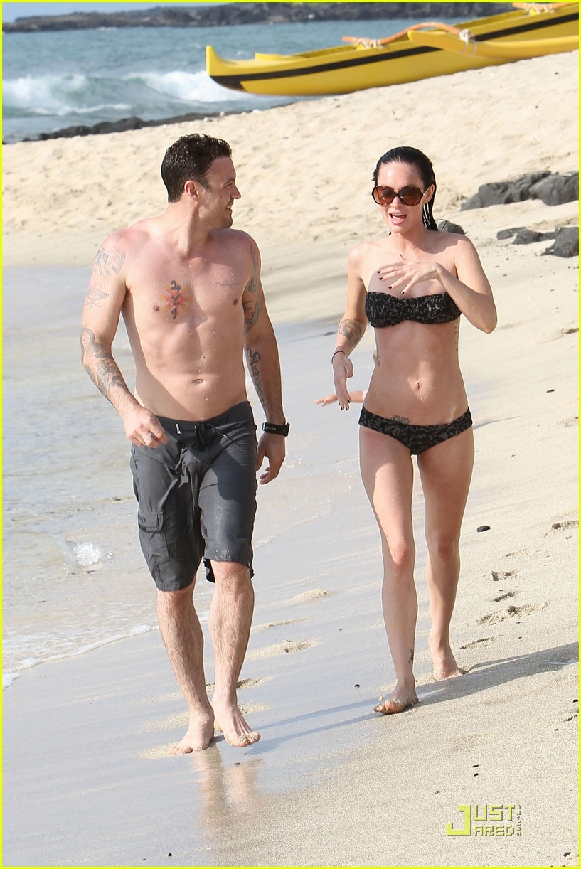 megan fox brian austin green kisses beach 212455632