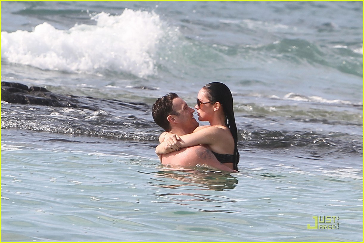 megan fox brian austin green kisses beach 222455633