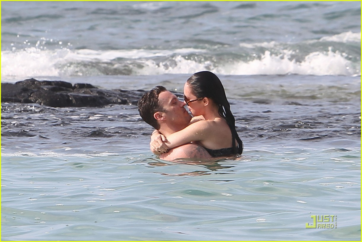 megan fox brian austin green kisses beach 252455636