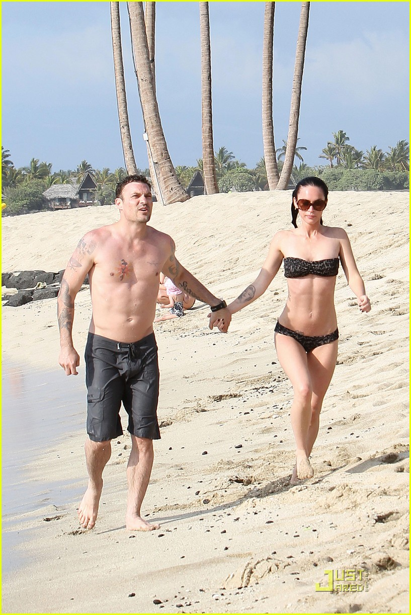megan fox brian austin green kisses beach 272455638