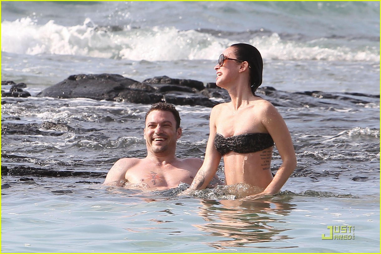 megan fox brian austin green kisses beach 282455639