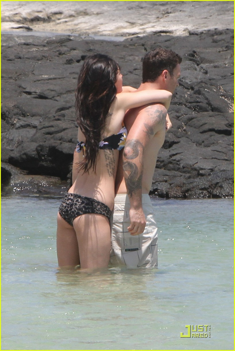 megan fox brian austin green kiss in kona 13