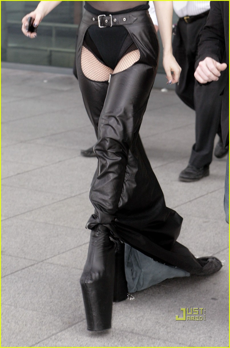 lady gaga falling down 072460930