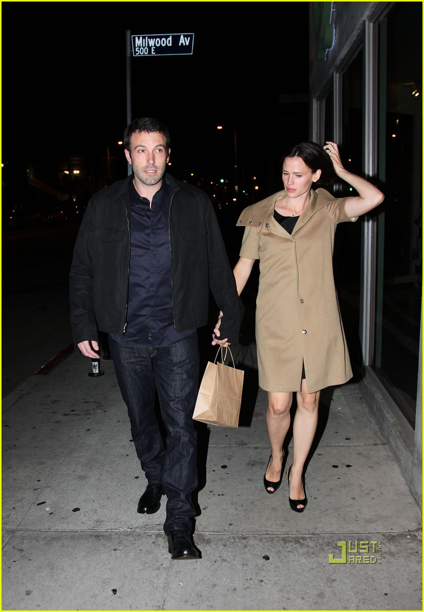 ben affleck jennifer garner 5th wedding anniversary dinner 02