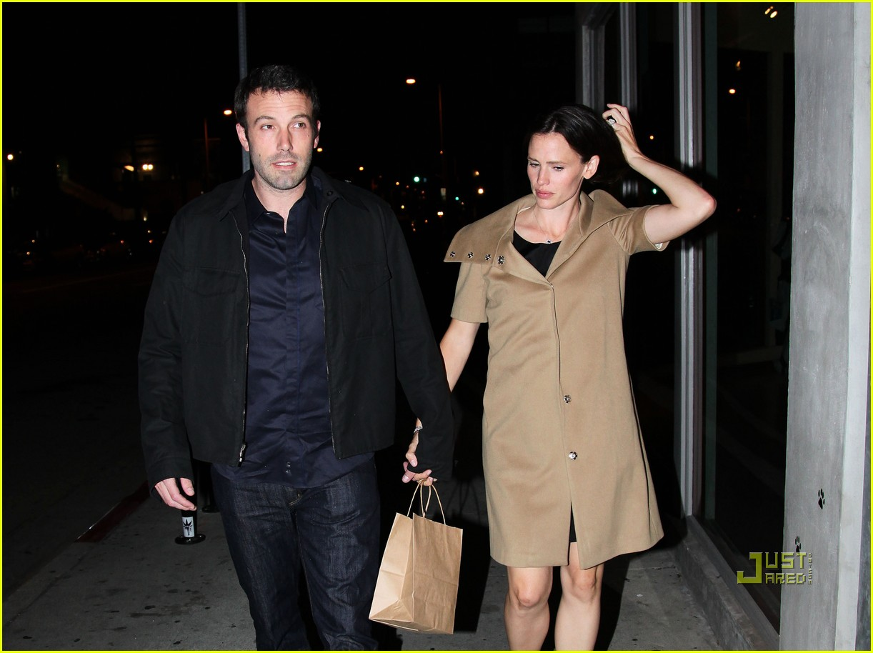 ben affleck jennifer garner 5th wedding anniversary dinner 04