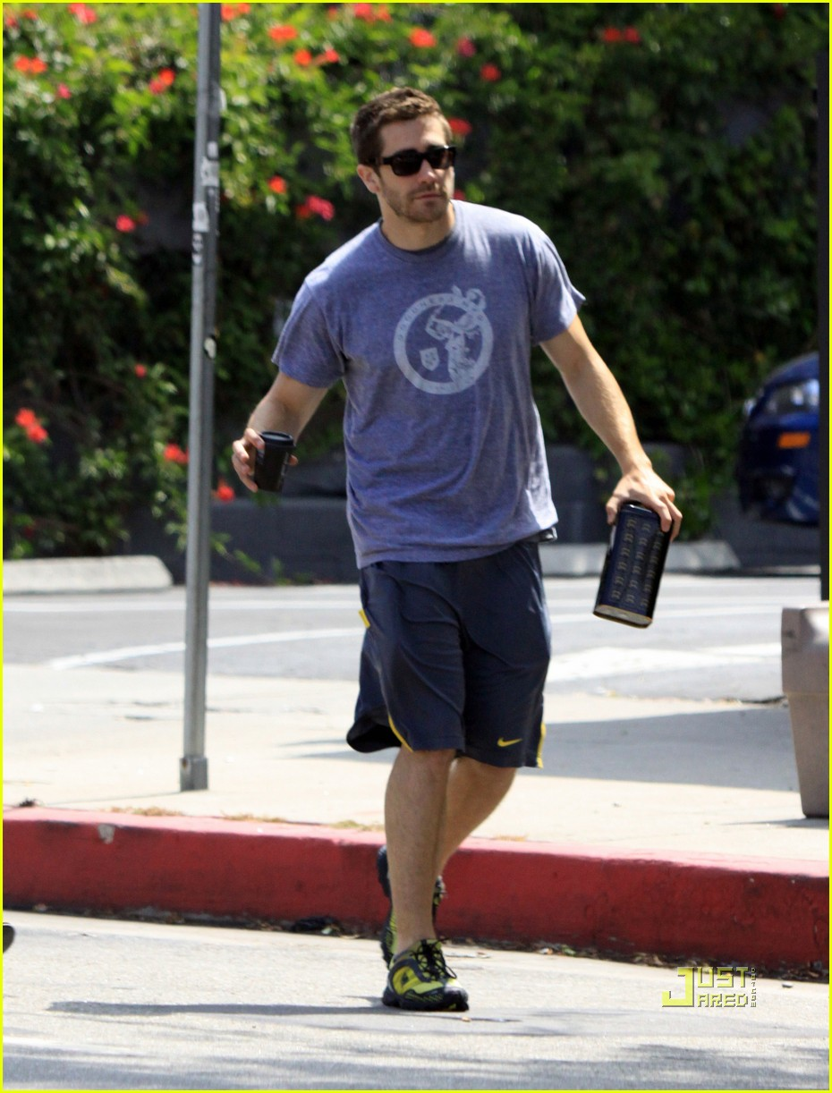 jake gyllenhaal lamill coffee shop 02