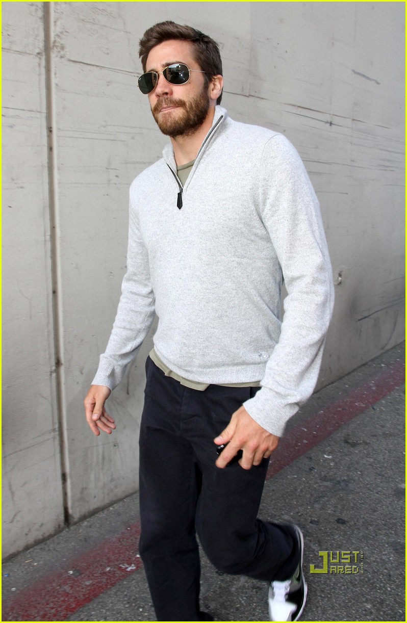 jake gyllenhaal leaves medical building 062461046